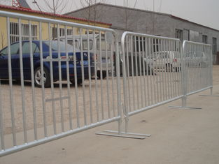 China Flat Steel Plate Design Crowd Control Barriers 1100mm x 2200mm OD 25mm x 2.0mm upright OD 19x1.2mm spacing 200mm factory