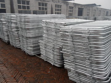 Good Quality Chain Wire Fence & customized metal crowd control barrier, portable barricades, pedestrian barriers on sale