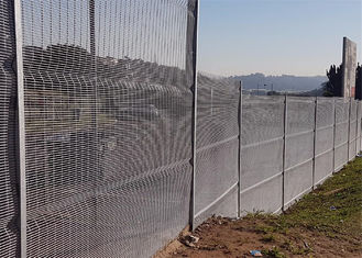 China Serried Horizontal Wire 358 Security Mesh Fence Anti Cut ,High Density Mesh ,Anti Climb factory