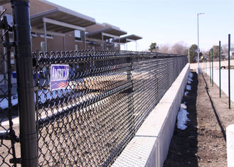China Galvanized chain link fence and pvc coated chain link fence factory