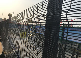 China 358 mesh security fencing anti climb fence factory