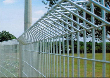China Galvanized Powder Coated Brc Mesh Roll Top Fence factory