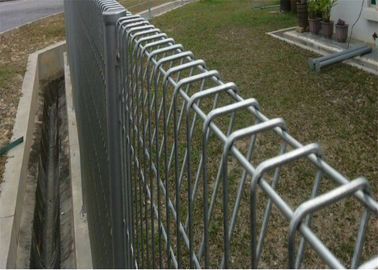 Southeast Asia Triangle/BRC bending welded wire mesh fence for sale