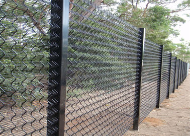 China hot dipped galvanized 358 welded wire mesh fence factory