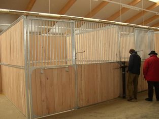 China European-style Horse Stall Fronts Hot Dip Galvanized With Swing Feeder factory