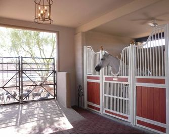 Modern Steel Metal Equine Barns Stable Equestrian Doors Equipment