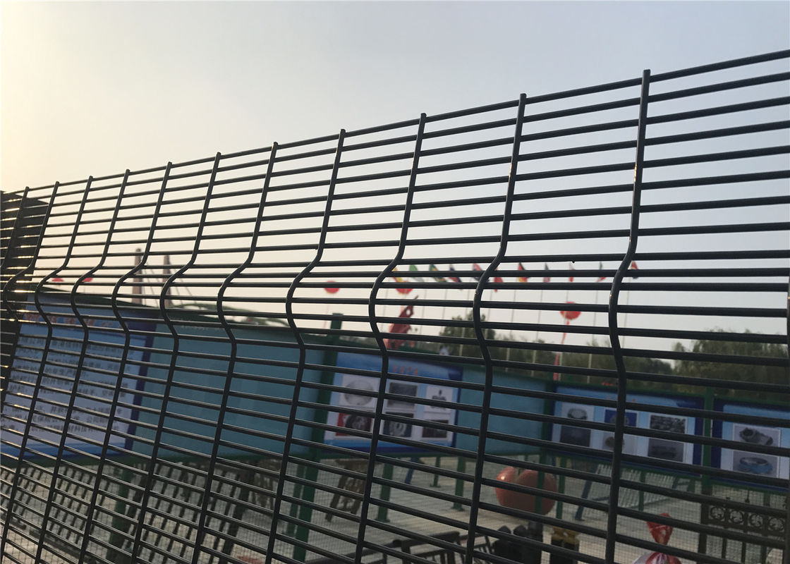Welded security fence high security fence with razor wire or wall spike supplier