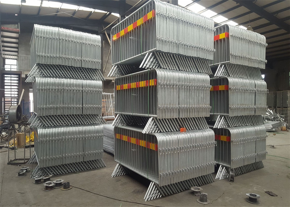 """v"" foot welded model crowd control barrier 1090mm x 2500mm upright OD 16mm outer 35mm supplier"