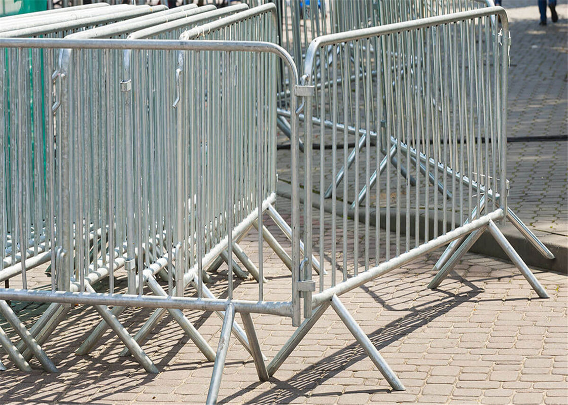 Hot Dipped Galvanized Crowd Control Barriers For Sale, Available any Size Customized supplier