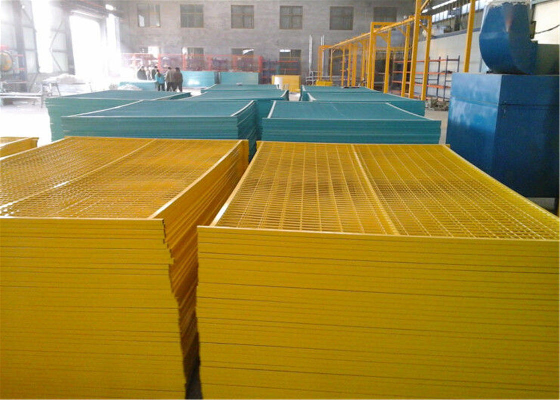 "6'x9.6' canada standard construction fencing panels frame 1.2""/30mm*1.4mm thick brace 3/4""/ 20mm*1.00mm powder coated supplier"