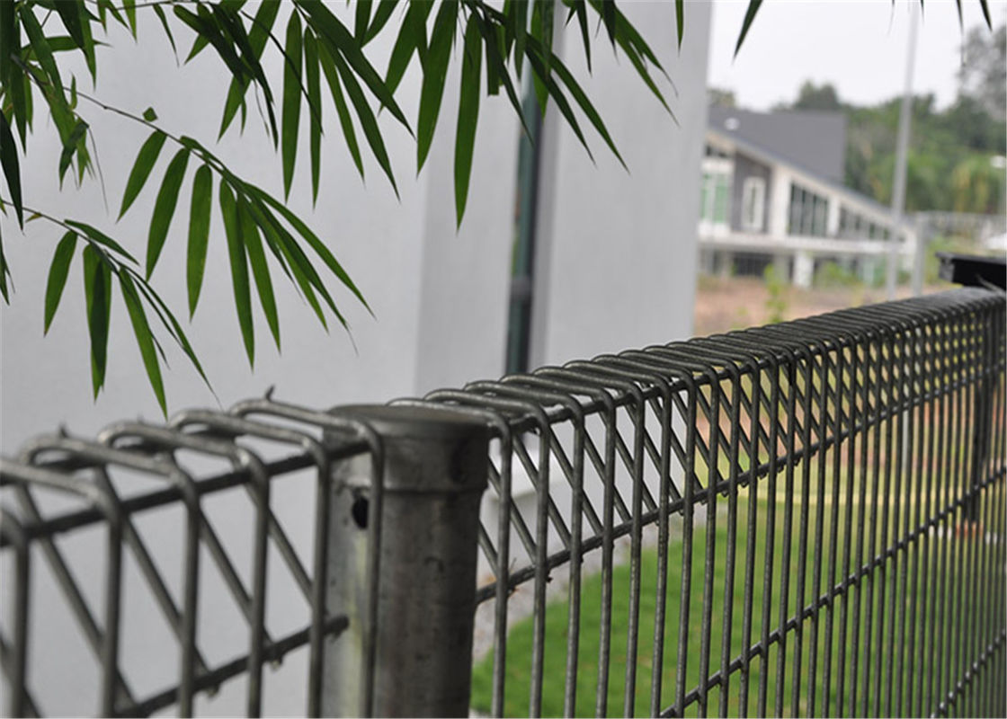 hot dipped galvanized BRC welded mesh panel fencing, roll top fence, decorative public park fence supplier