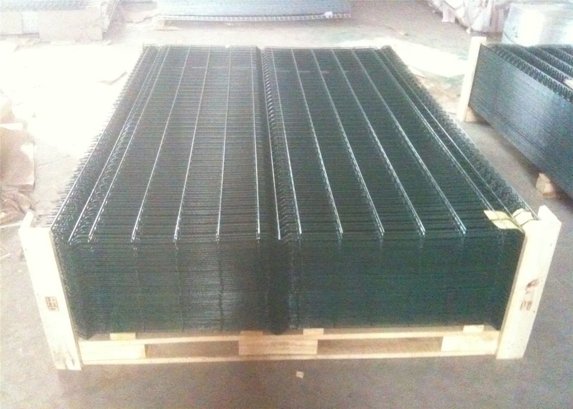 50 X 200 MM PVC Coated V Type Welded Wire Mesh Fence for Security and Gardening supplier