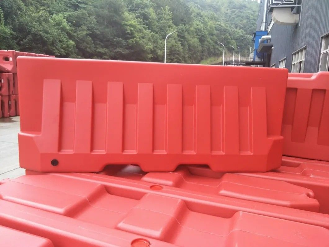 "1400mm / 55"" Rotational Moulding Plastic High Water Filled Traffic Barrier Safety Fence Vehicle Fencing supplier"