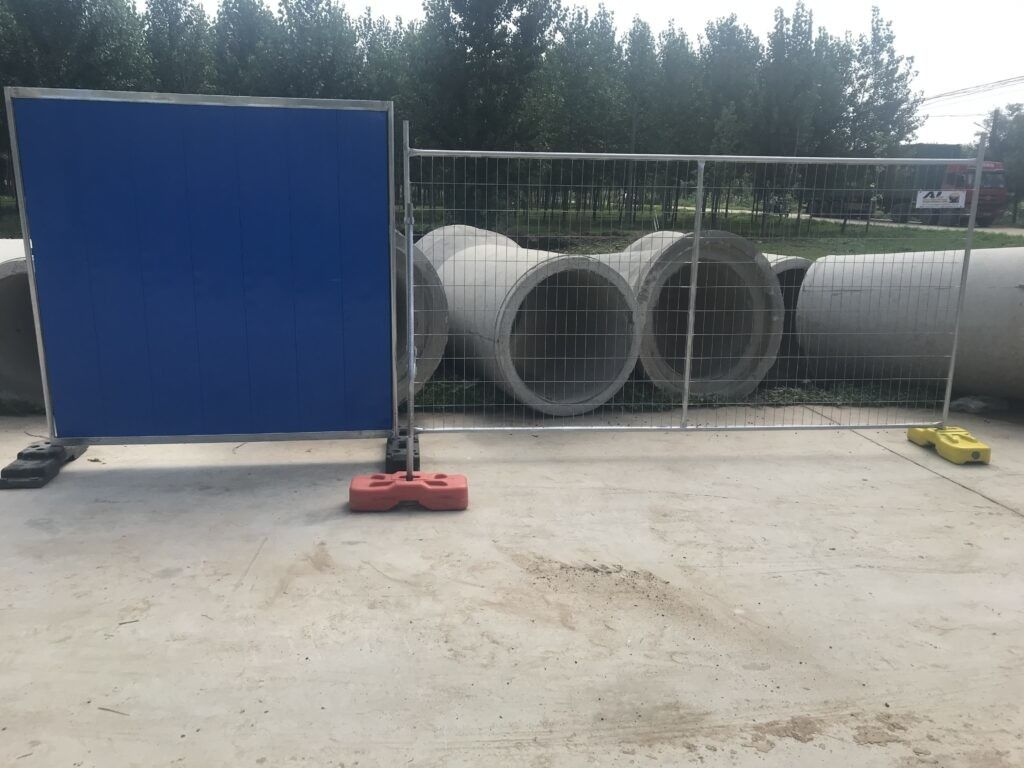 2100mmx2400mm Temporary Fencing Panels OD32mm x 2.00mm Mesh aperture 60mm*150mm diameter 4.0mm HDG 42 microns supplier