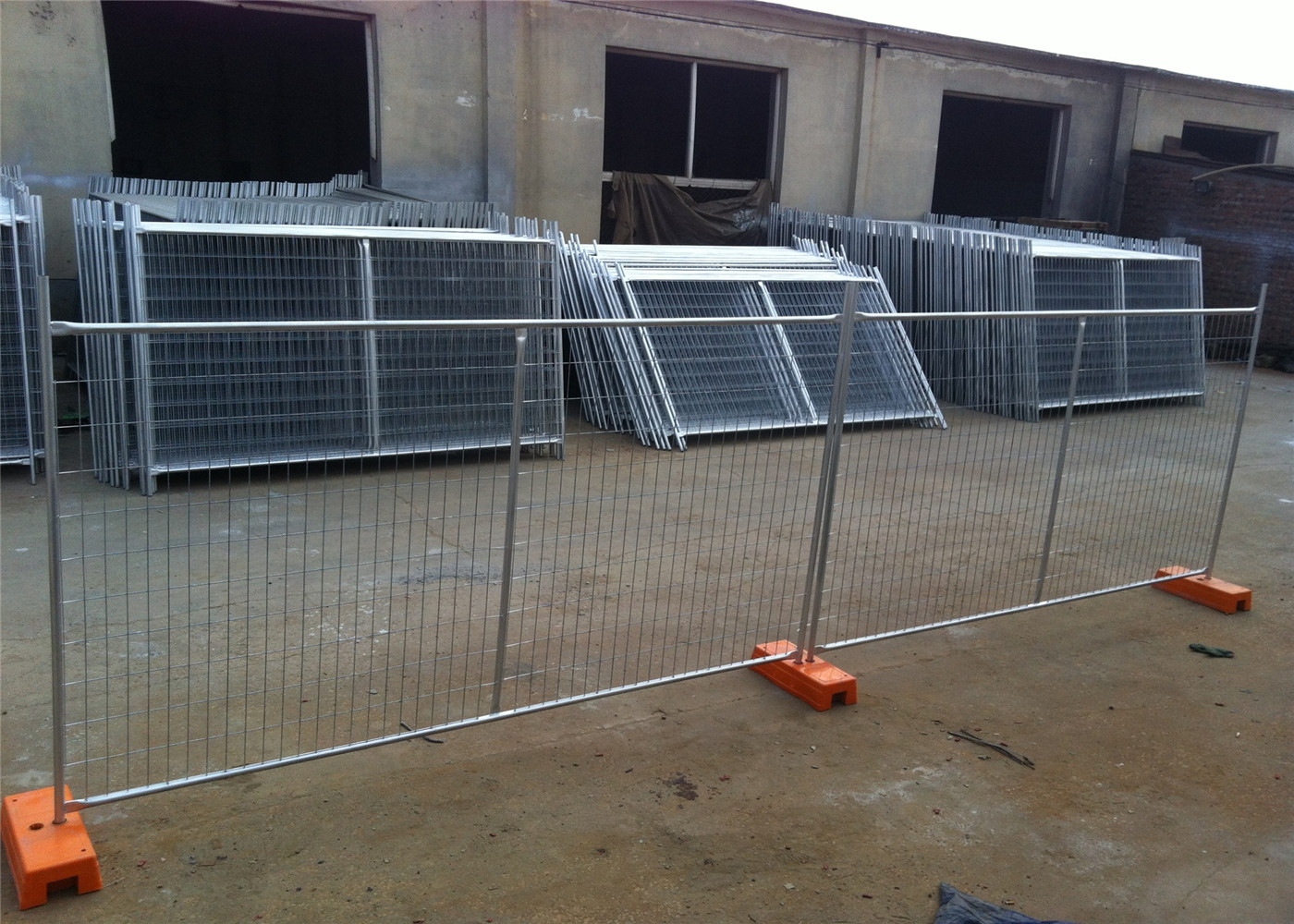 HDG NZ Auckland Temporary Construction Site Fencing Panels OD 33mm outer  diameter wall thick 2 00mm 2100mmx3300mm