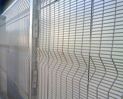 Galvanized anti-climb 3510 security fence with curves