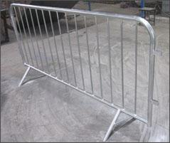 """v"" foot welded model crowd control barrier 1090mm x 2500mm upright OD 16mm outer 35mm"
