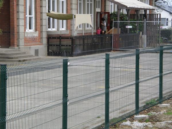PVC Coated Wire Mesh Fence Panels, 1230mm, 1530mm, 1830mm, 2030mm,2230mm with Curved /V beams Anti Climb Mesh Fence Pane