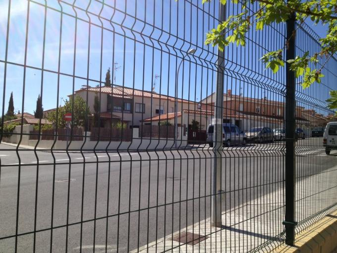 Galvanized and PVC Coated Welded Wire Mesh Fence Nylofor 3D Security Fence