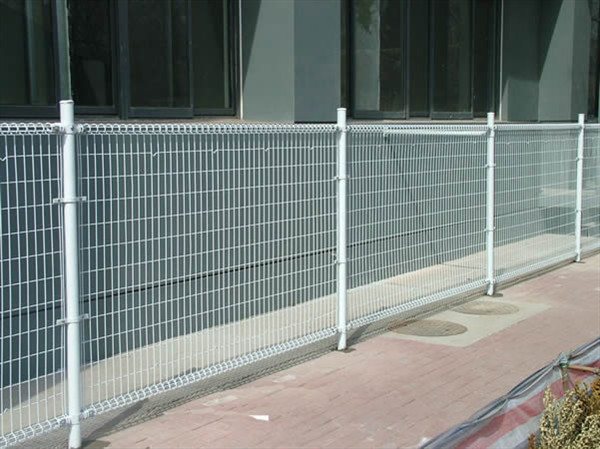 Galvanized ornamental double loop wire fence