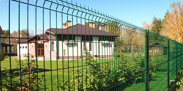 V folds Welded Wire Mesh Fence