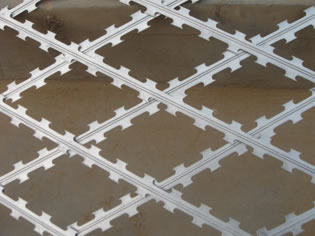Welded Razor Mesh Fence Panels 1.2m x 2.5m mesh 75mm x 150mm blade lengnth 60mm