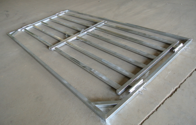 Six Bars Heavy Duty Metal Oval Rail Cow Fence Panels for Au Market