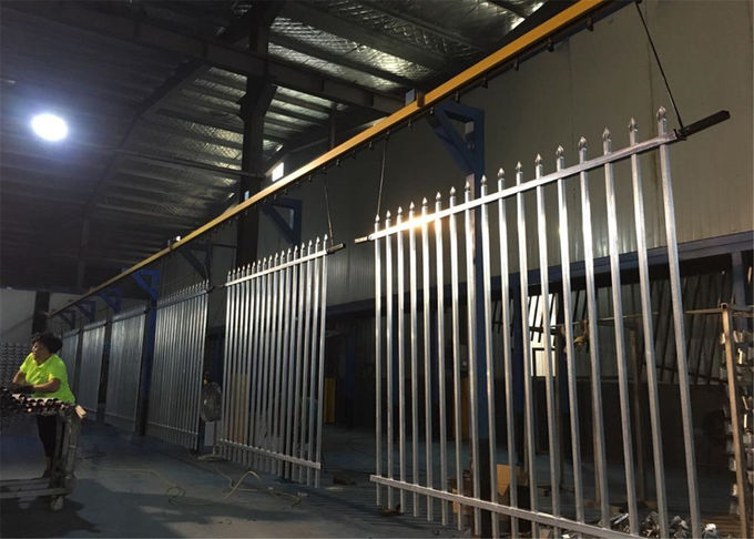 2400mm width  Crimped spear metal garrison fence supplier