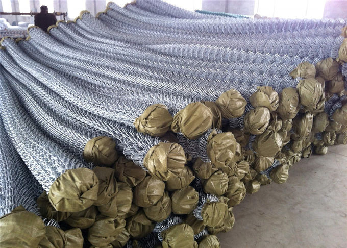 "Zinc coated chain link fabric 6ft x 100ft with selveage kunckled 11GA/2.95mm 2""x2"""