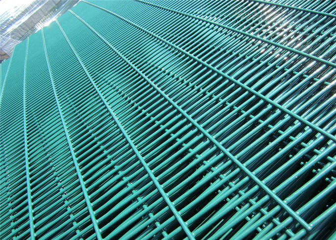 Precise Construction Everlasting Nylofor 3D Fence / 358 Anti Climb Fence / Wire Mesh Fence 358 High Security Mesh Fence