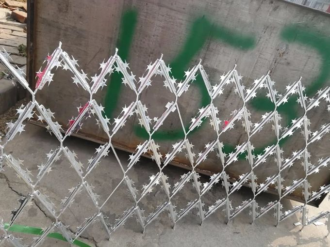 High Security Razor Welded Wire Fence  BTO 10 100MM*300MM Mesh